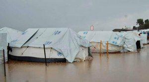 Podczas ulewy wiele namiotów na wyspie Lesbos w obozie Moria zostaje zalanych