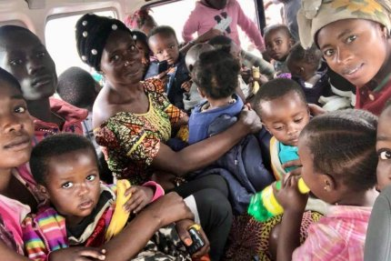 Ewakuacja matek z dziećmi w Gomie